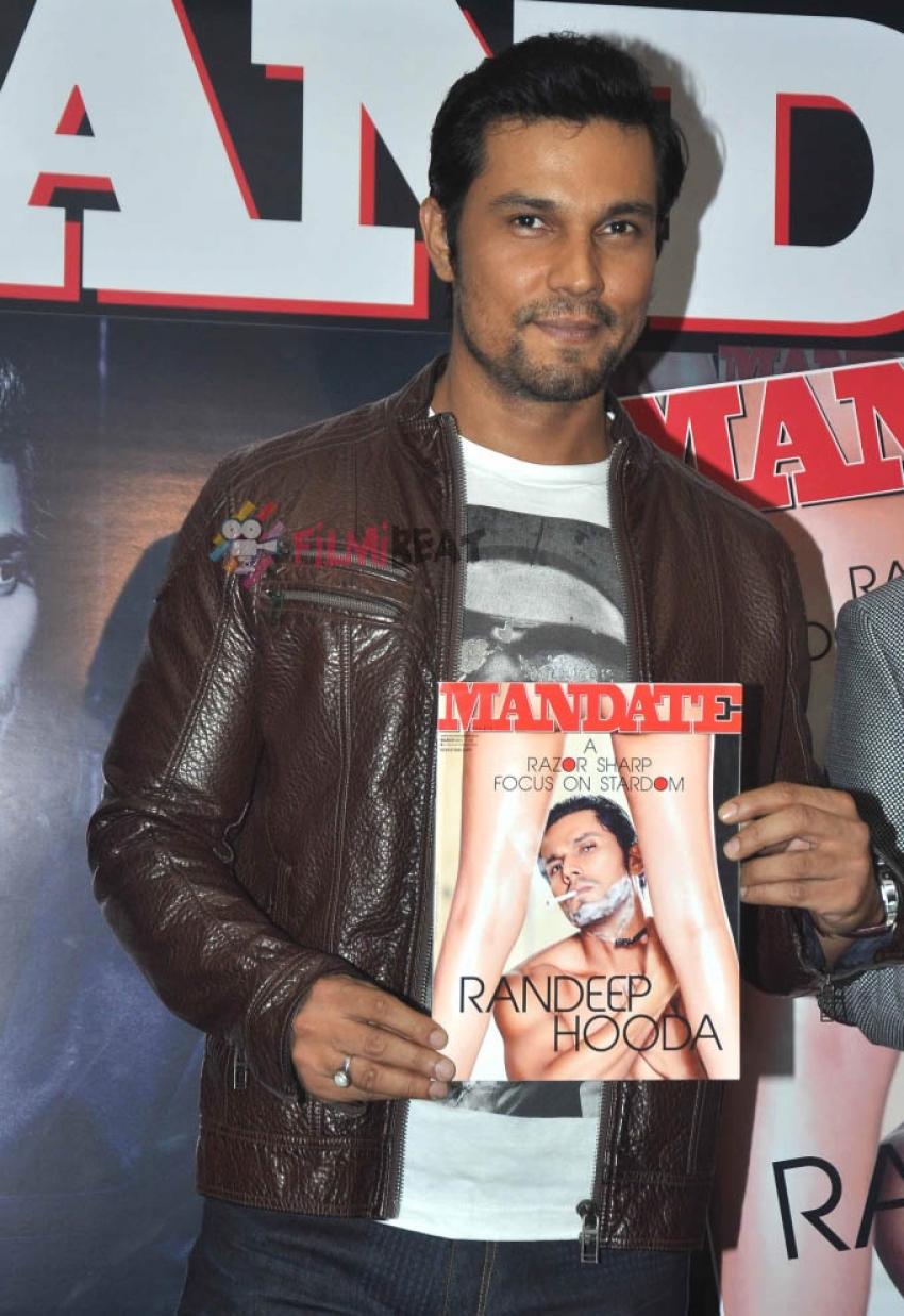 Randeep Hooda Unveils Latest Issue Of Mandate Photos