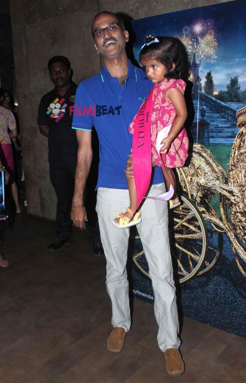 Farah Khan With Her Kids At The Screening Of 'Cinderella' Photos