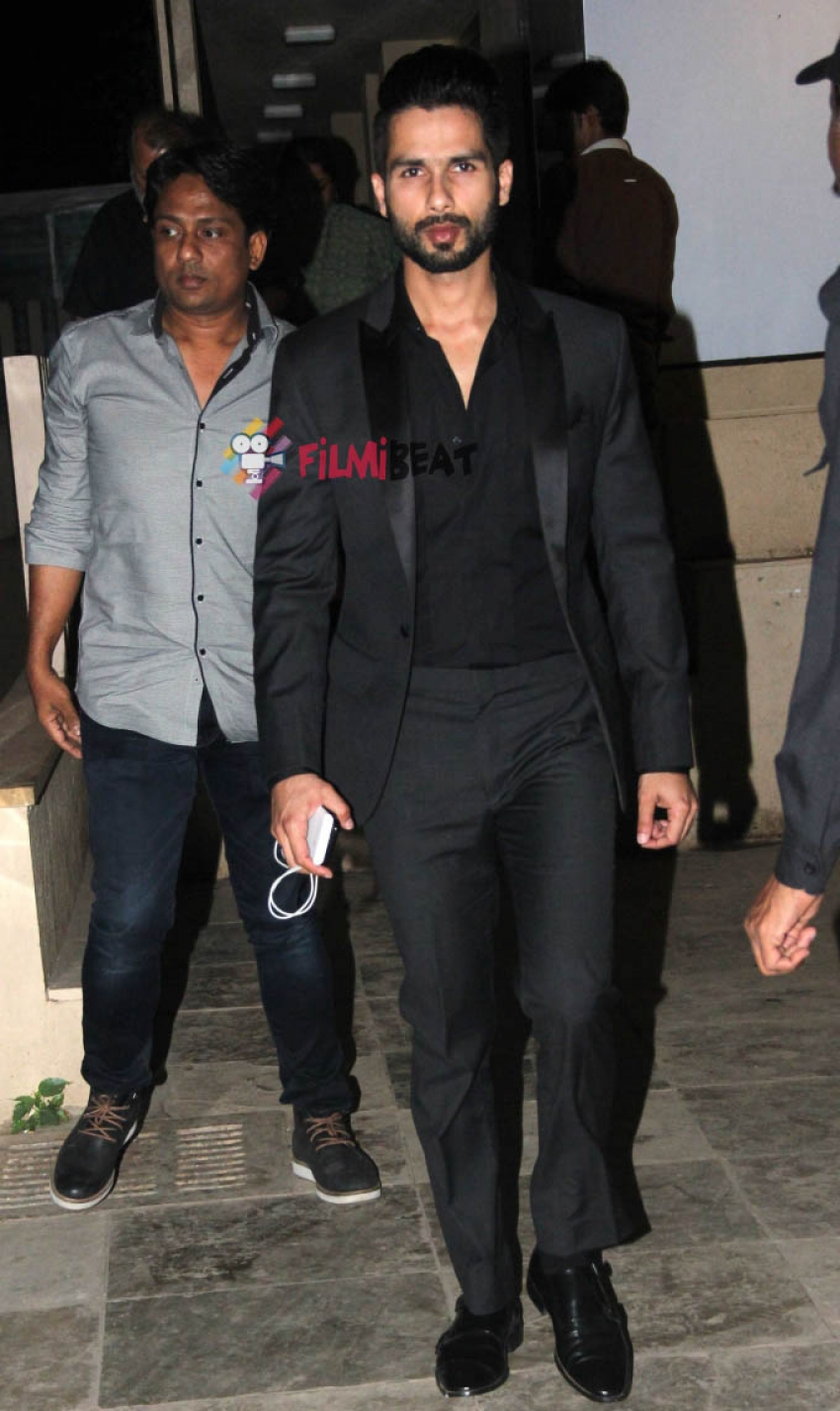 Shahid Kapoor With Parents At His New House In Juhu Photos