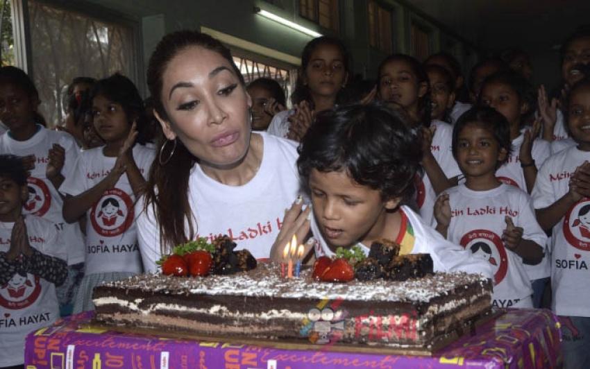 Sofia Hayat Sings Main Ladki Hoon, Promotes Beti Bachao Beti Padhao Photos