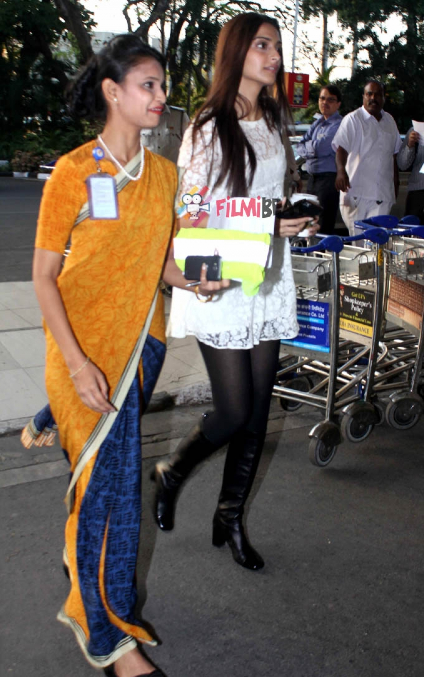 Sonam Kapoor Snapped At Airport Photos
