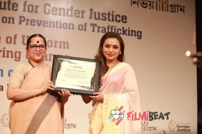 Rani Mukerji Honoured With Lifetime Achievement Award Photos
