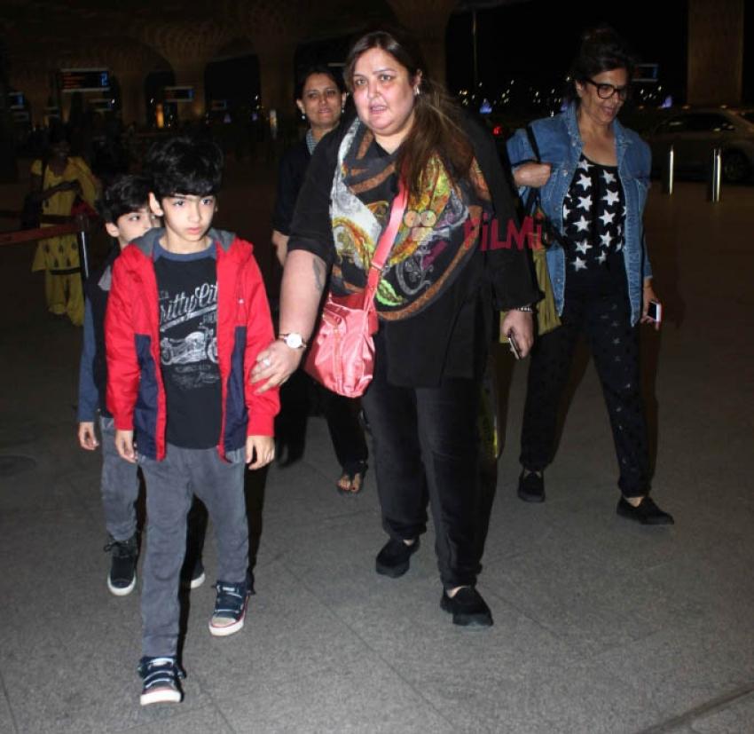 Hrithik Roshan Snapped At Airport Photos