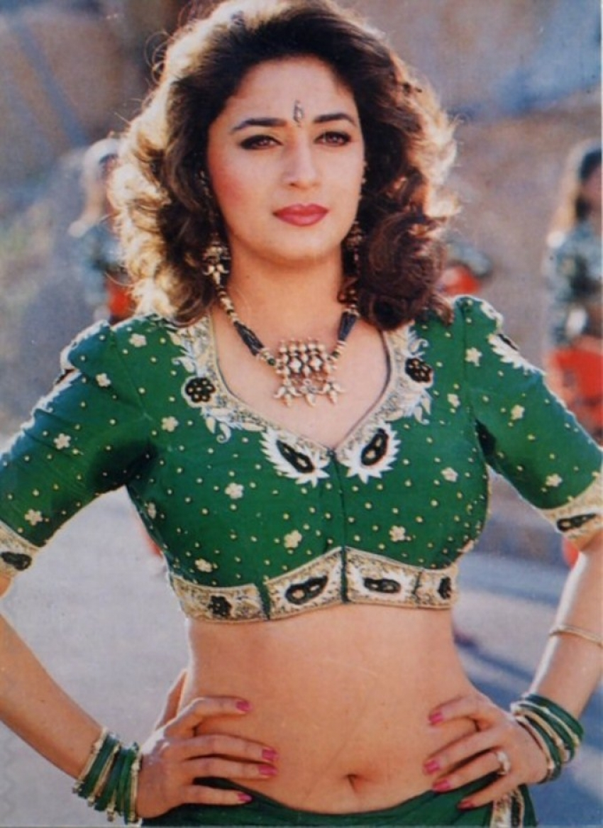 Sizzling Pictures Of Madhuri Dixit Photos Filmibeat