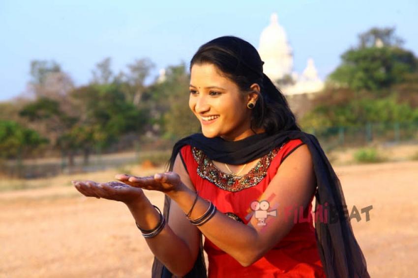 Navya (New Kannada Actress) Photos