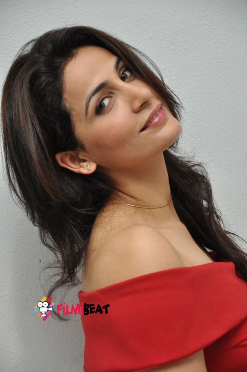 Anuushia Gautam Photos