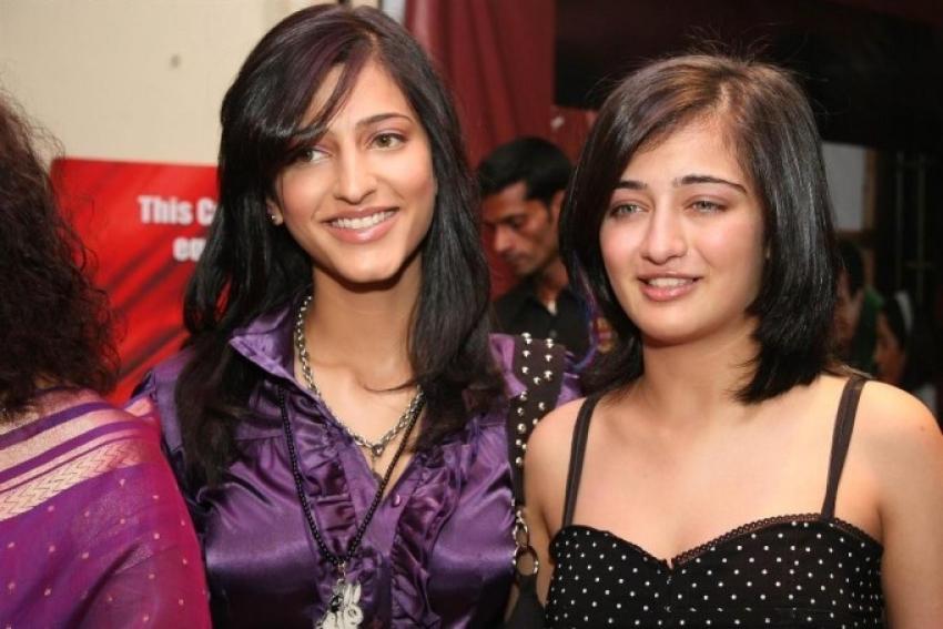 Cute Sibling : Shruti Haasan & Akshara Haasan Photos