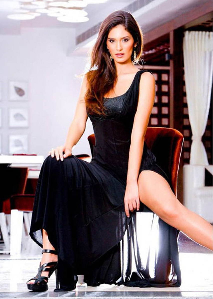 Bruna Abdullah Photos