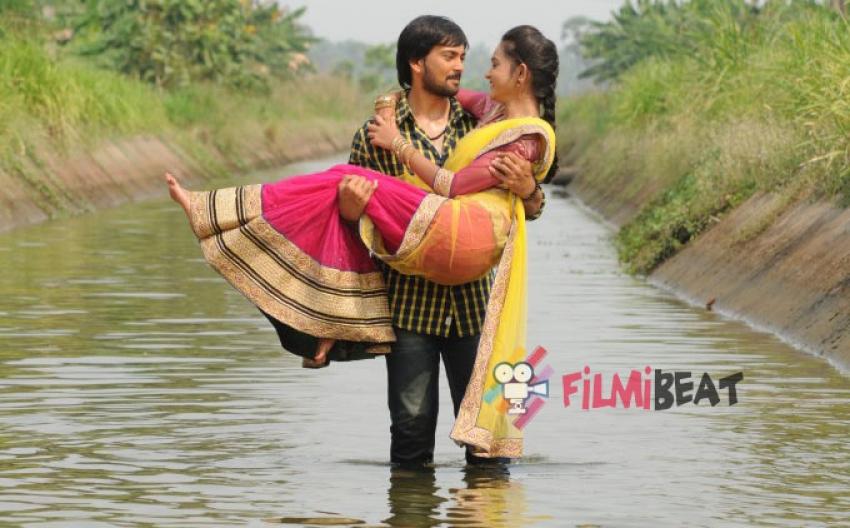 Godavari Navvindi Photos