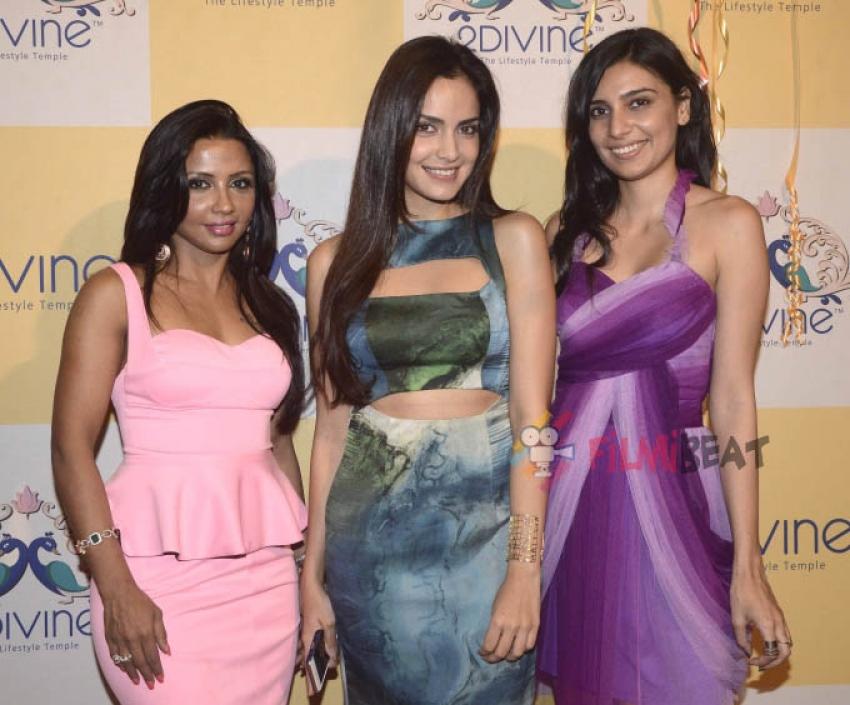 Shazahn Padamsee & Parizaad Kolah At '2 Divine' For Sonya Vajifdar's Fashion Preview Photos