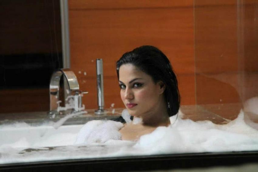 Sizzling Celebs in Bathtub Photos