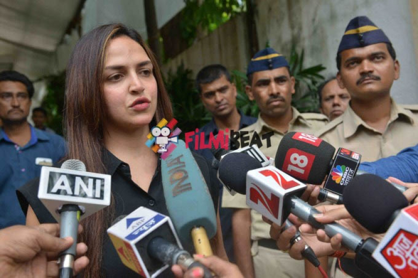 Esha Deol Speak to Media After Hema Malini Discharge Photos