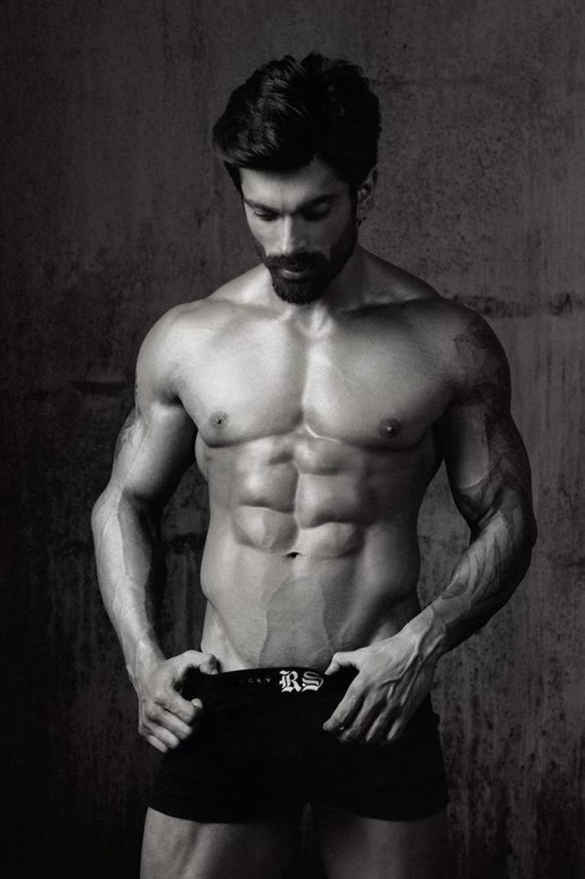 Karan Singh Grover Photos