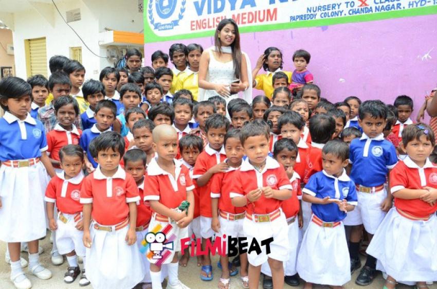 Manali Rathod celebrates Her Birthday With Orphanage Students Photos