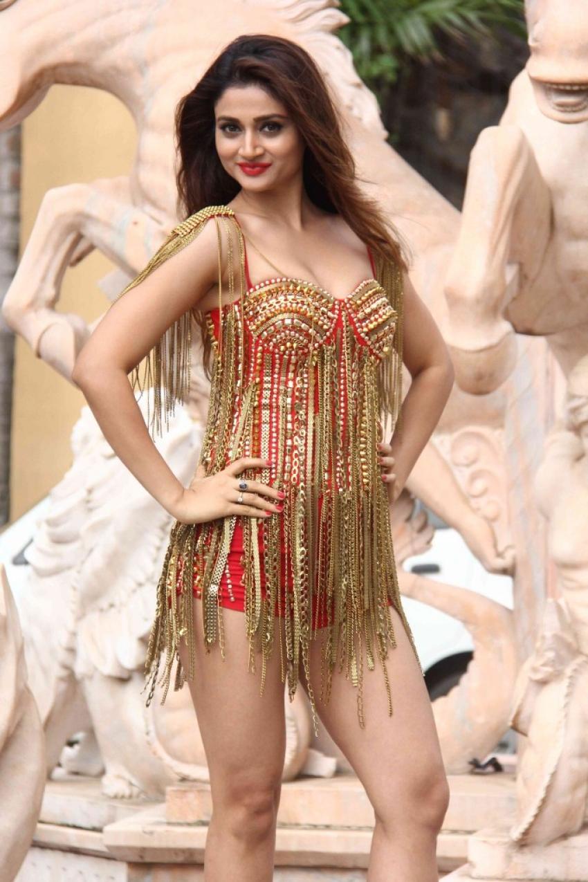 Sakshi Maggo Photos