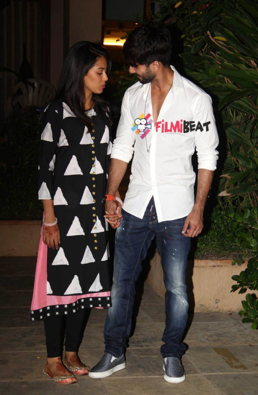 Shahid Kapoor & Mira Snapped At Their Residence Photos