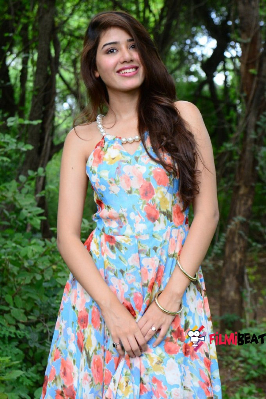 Aarti Chhikara Photos