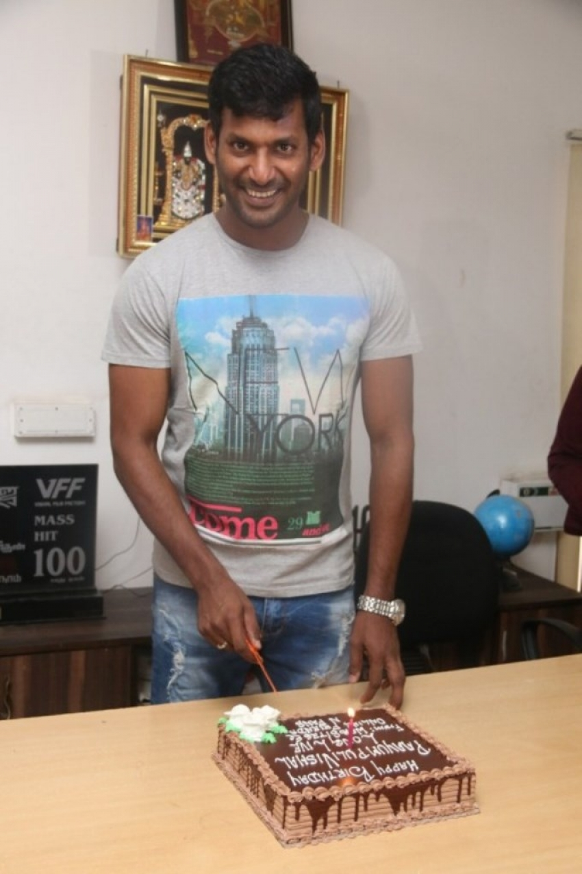 Actor Vishal Birthday Celebration Photos Filmibeat