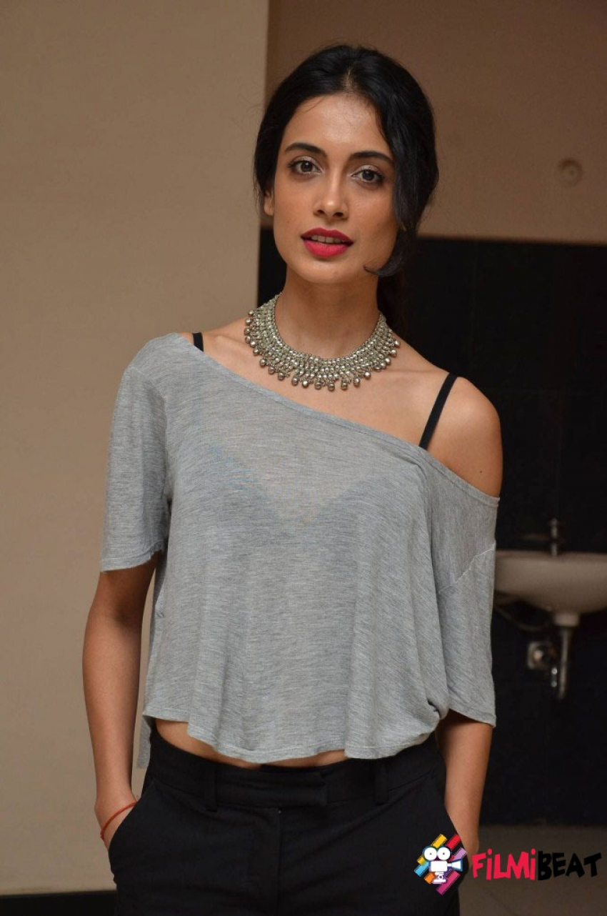 Sarah Jane Dias Photos