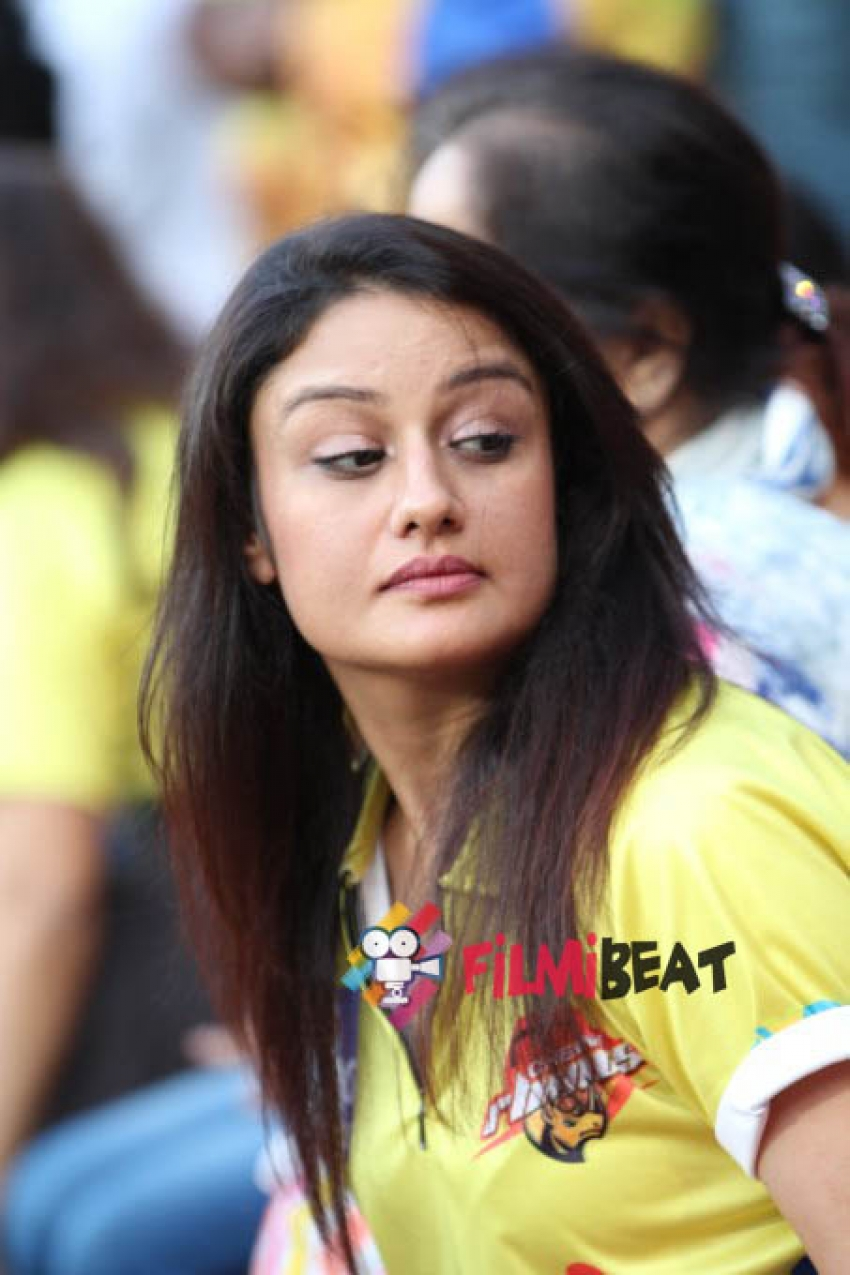 Sonia Agarwal Photos