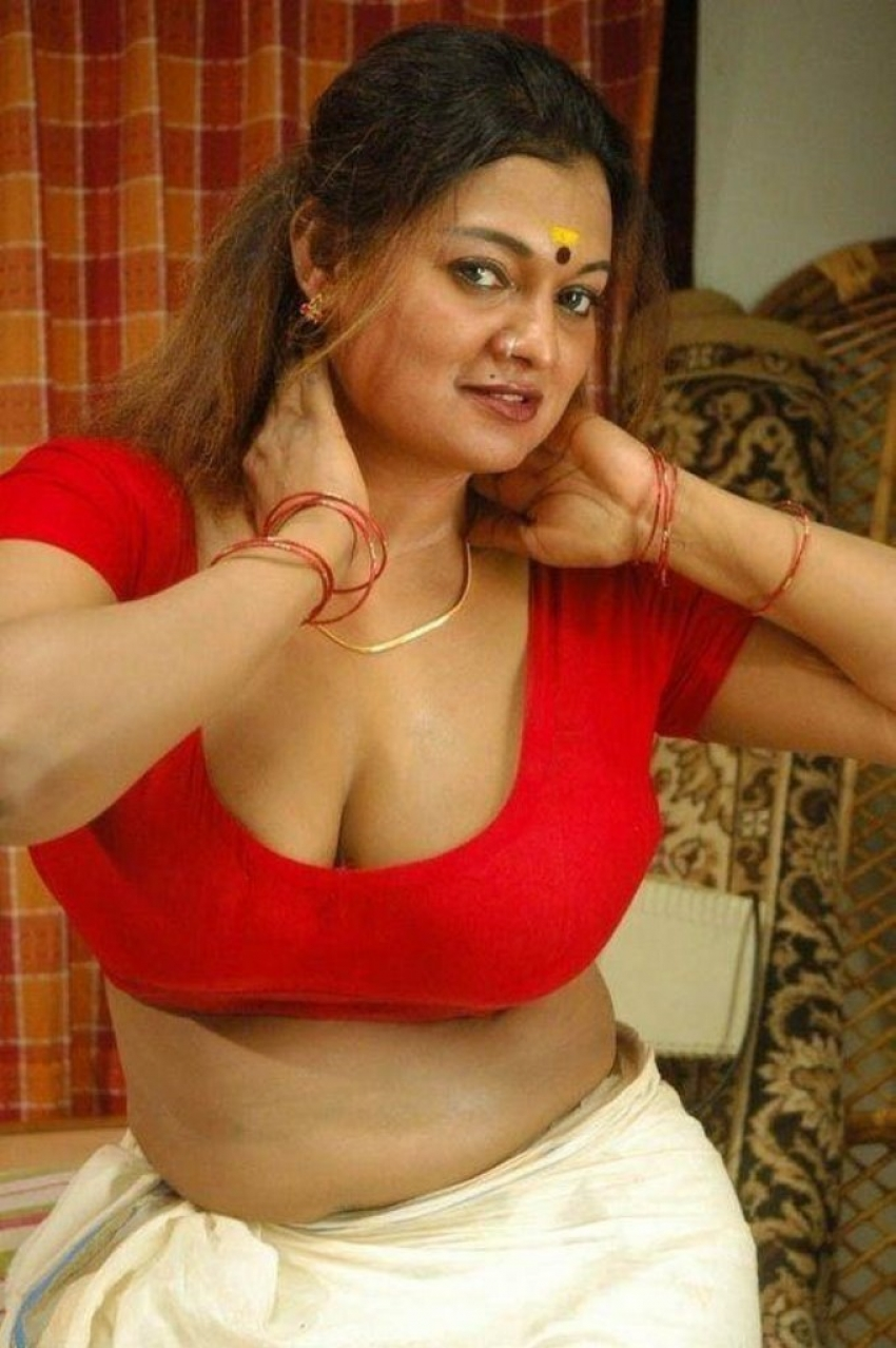 South Indian Actress Hot Cleavage_145337873790 Jpg