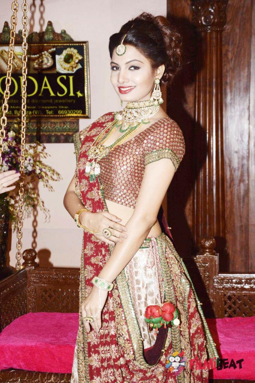 Avani Modi Photos