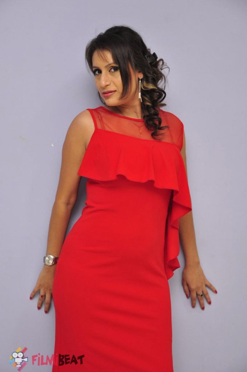 Sania Chowdary Photos