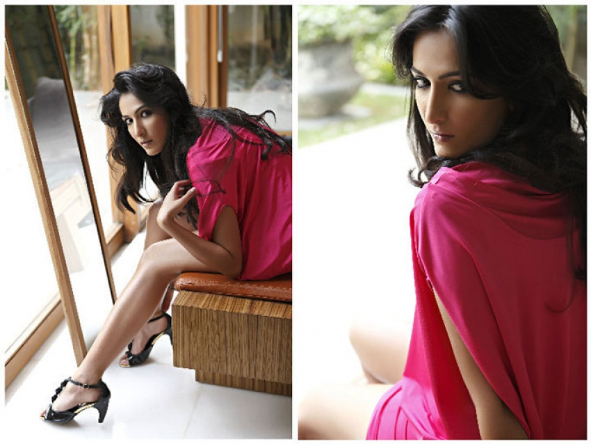 Ayn Zoya Photos
