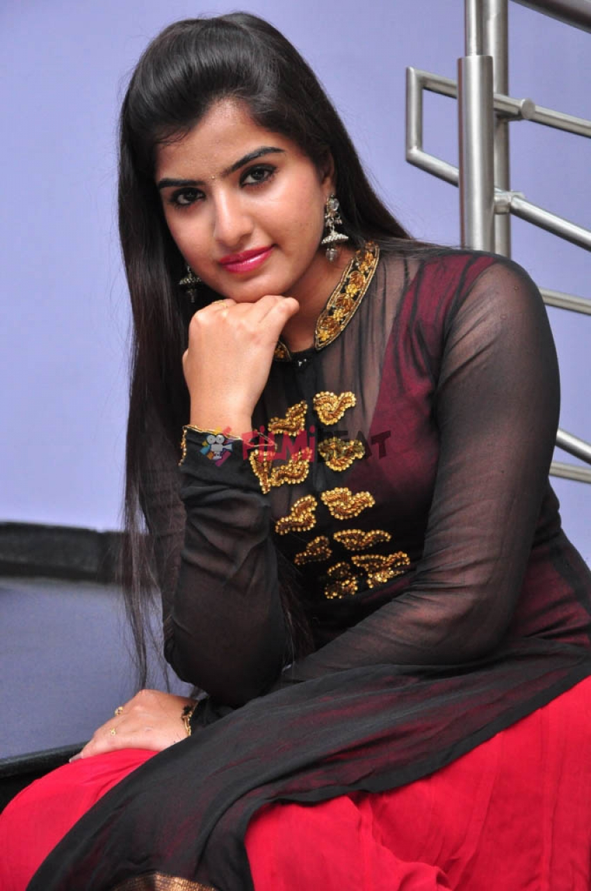Keerthana Podwal Photos