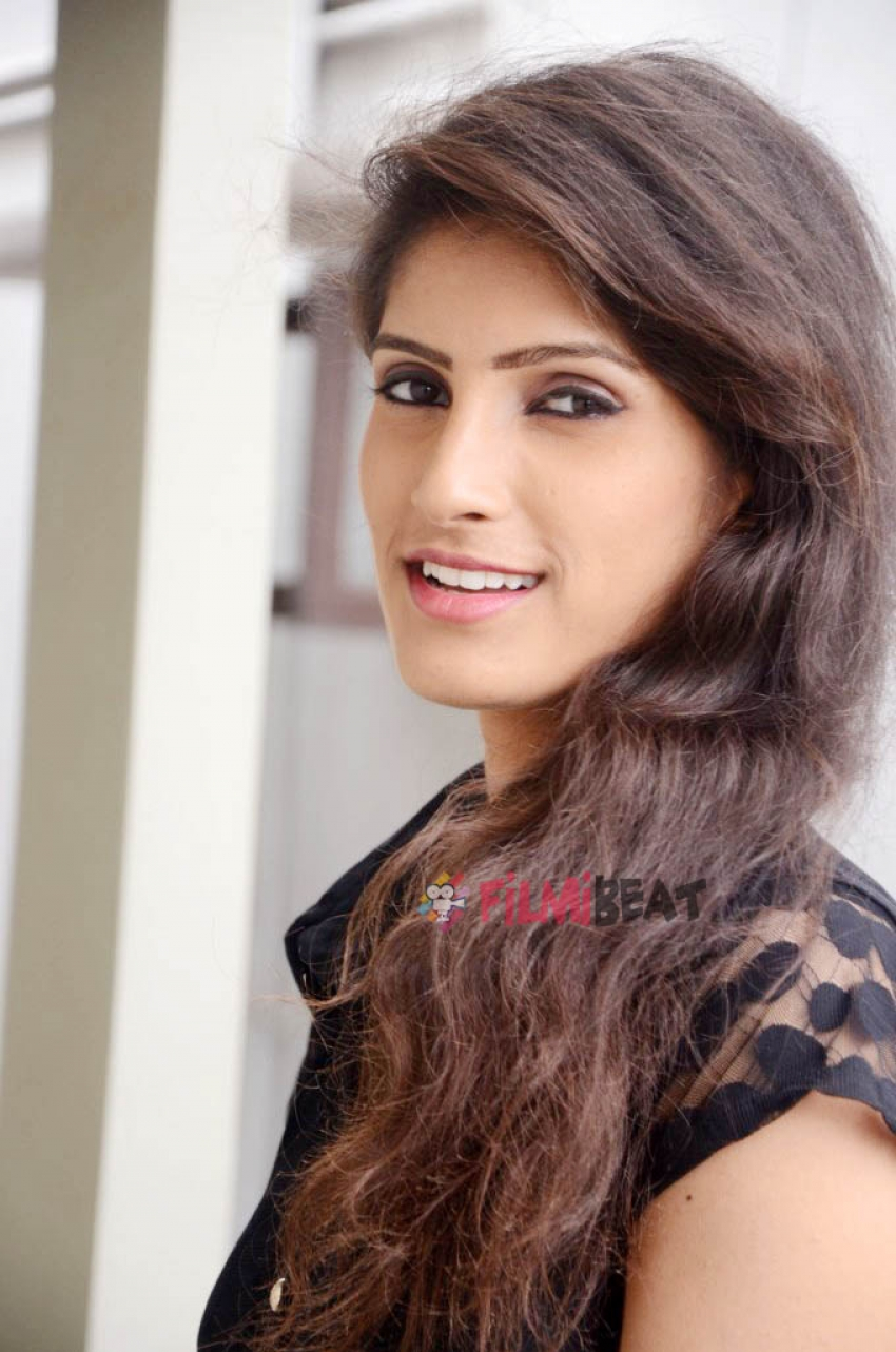 Geetanjali (Telugu New Actress) Photos