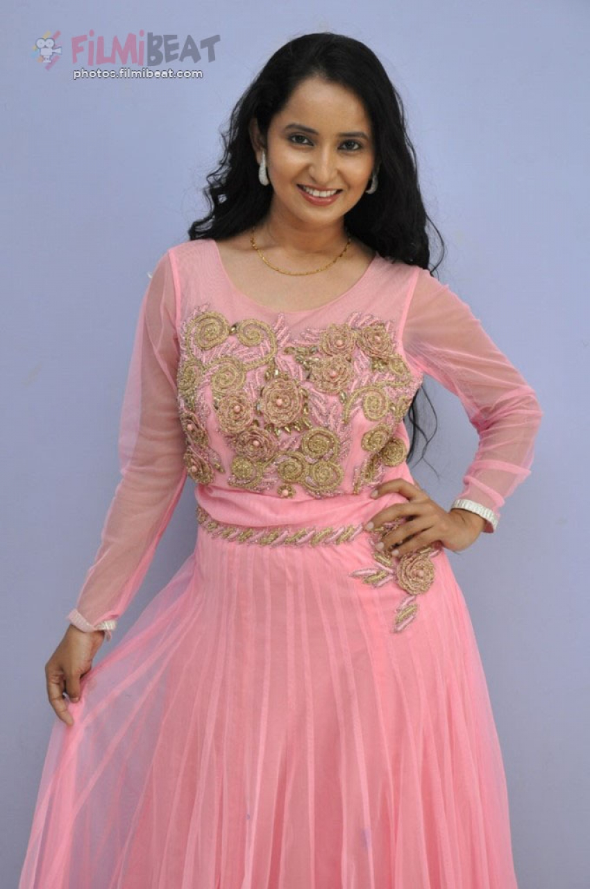 Ishika Singh Photos