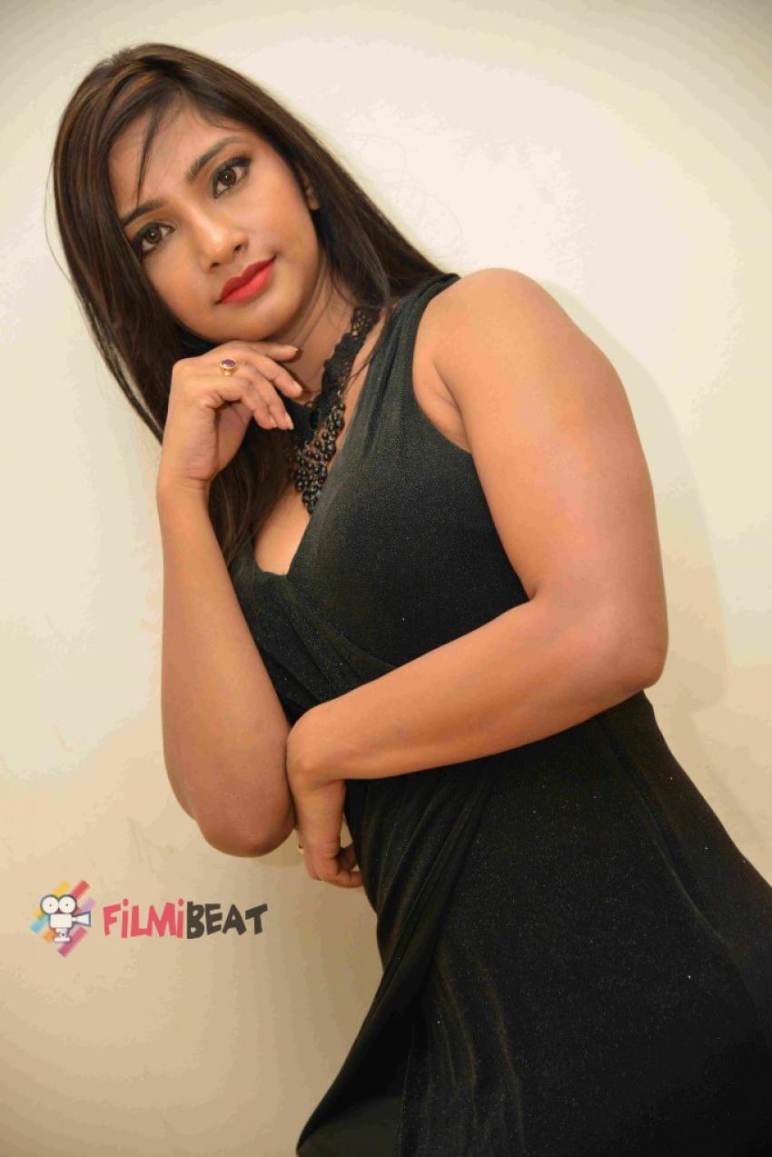 Kamana Singh Photos