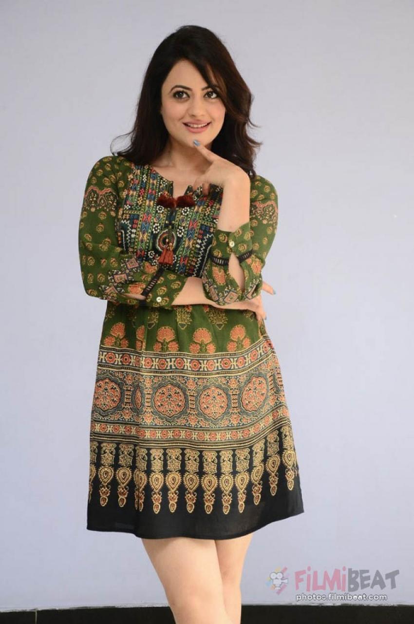 Shruti Sodhi Photos