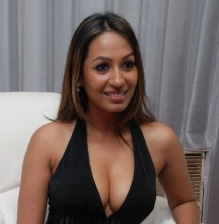Return Hot south indian actress cleavage