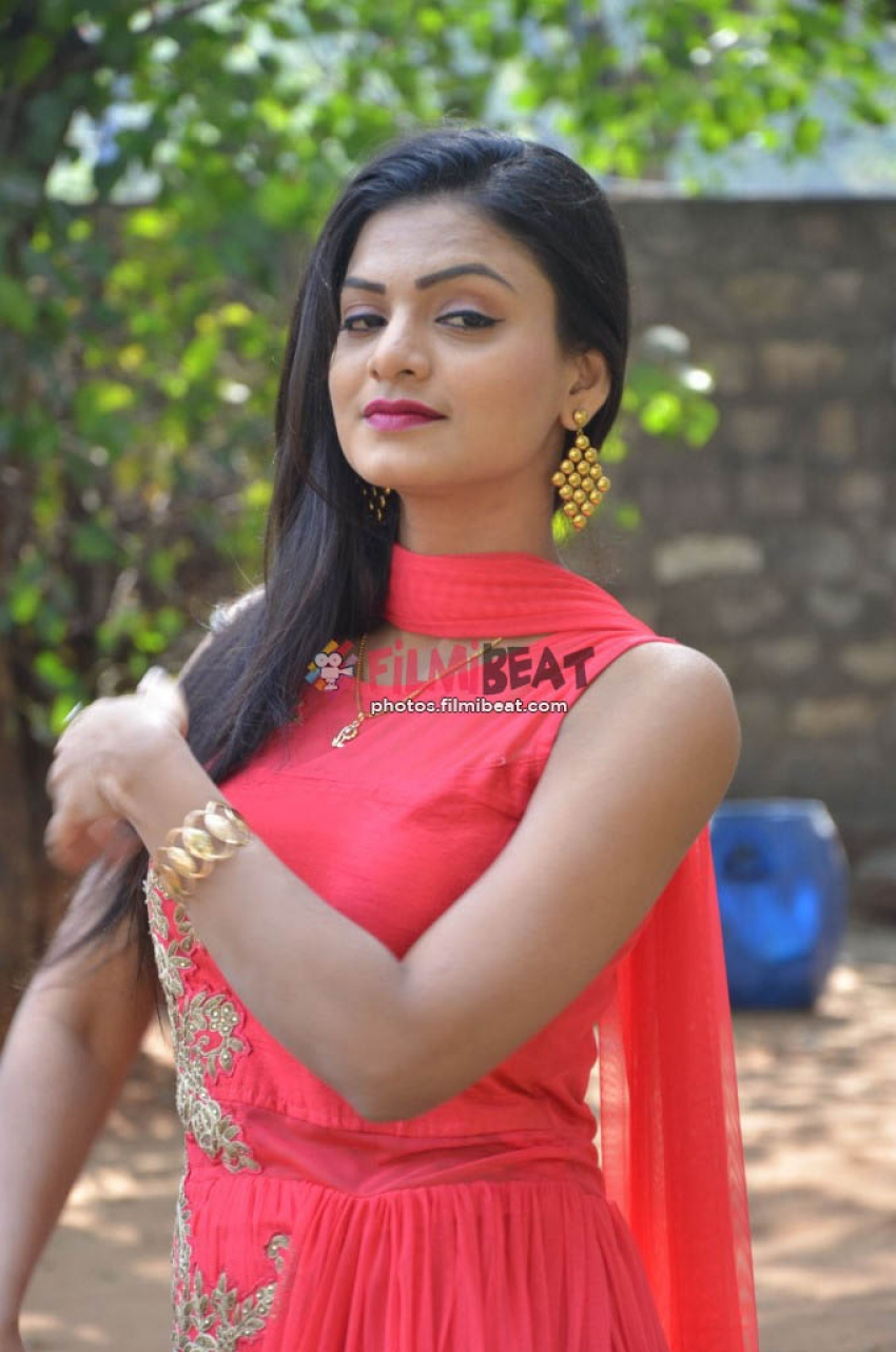 Anusha (New Actress) Photos