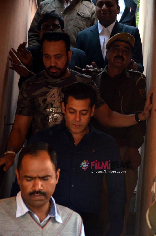 Salman Khan,Saif Ali Khan, Neelam and Tabu at Jodhpur Court For Blackbuck Case