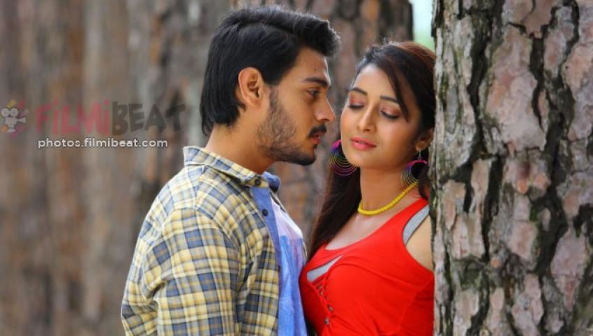 Iddari Madhya 18 Photos