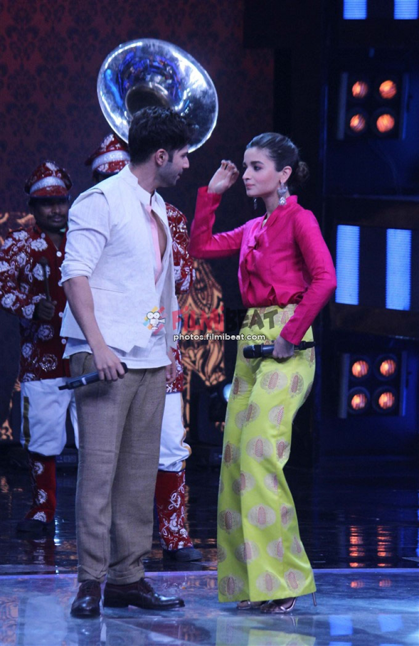 Badrinath Ki Dulhania Promotion On The Sets Of Indian Idol 9 Photos