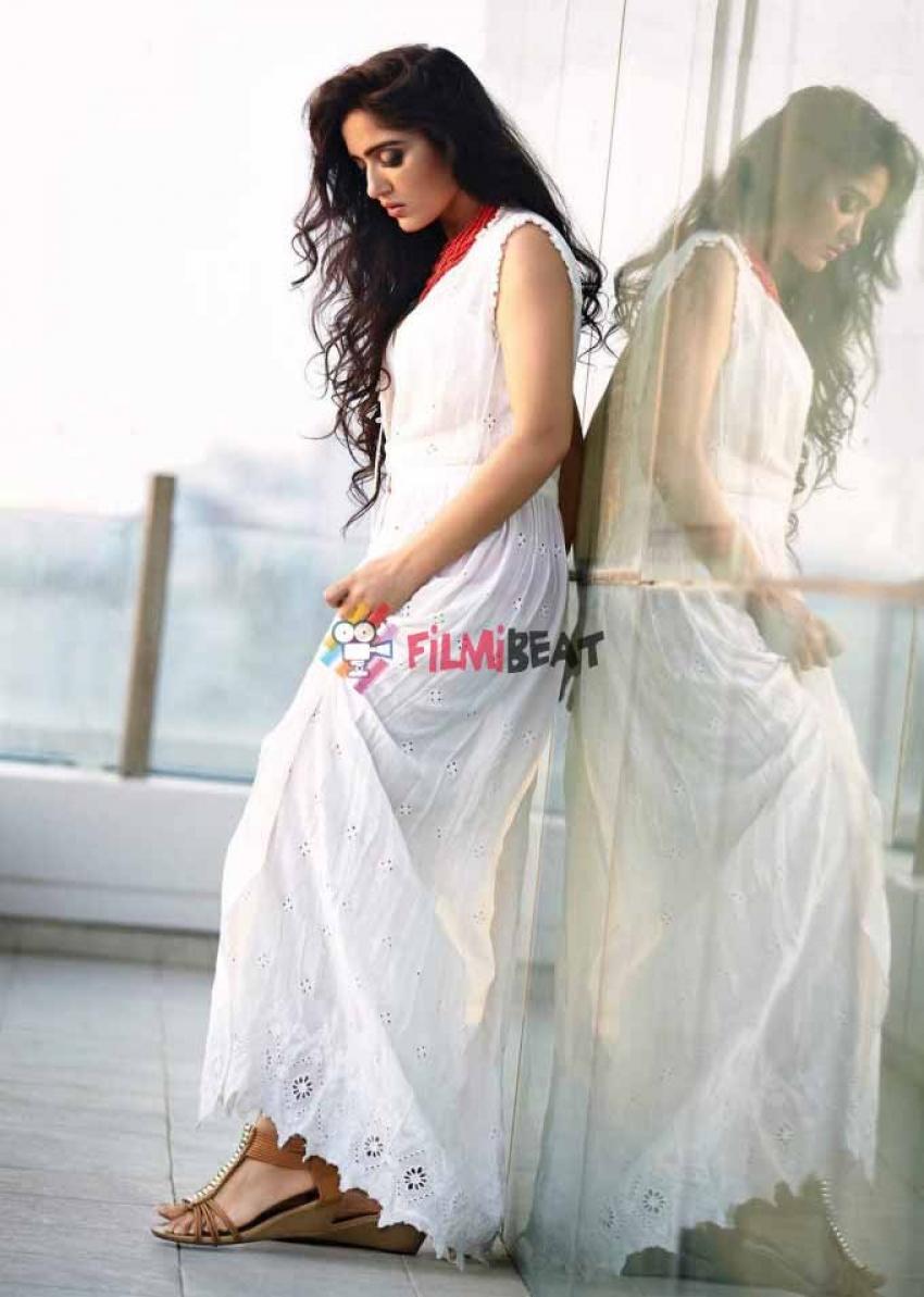 Divya Singh Photos
