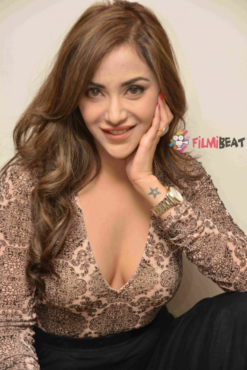 Angela Krislinzki Photos