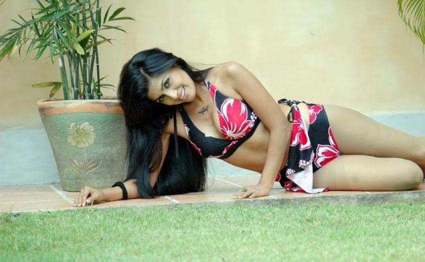 Arthi Puri Spicy Pics Photos