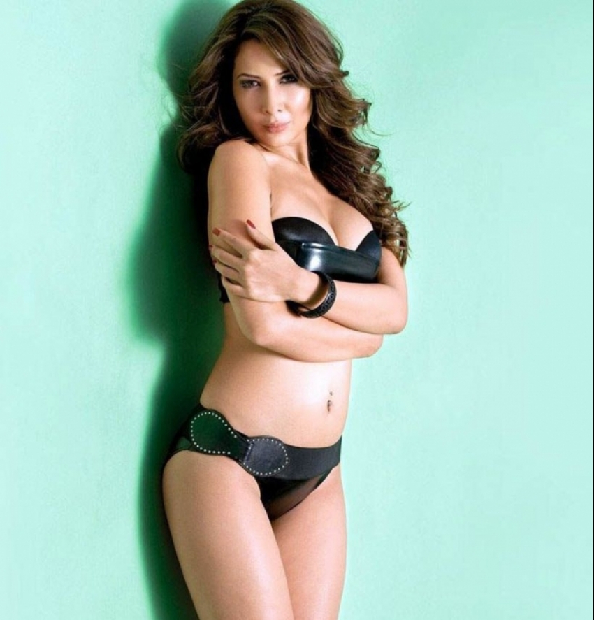 Sexy pics of kim sharma