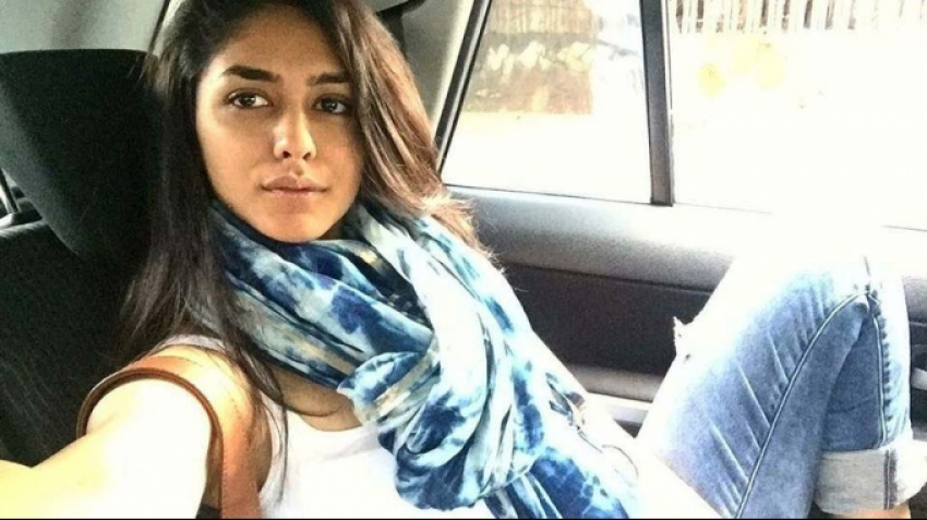 Mrunal Thakur Photos