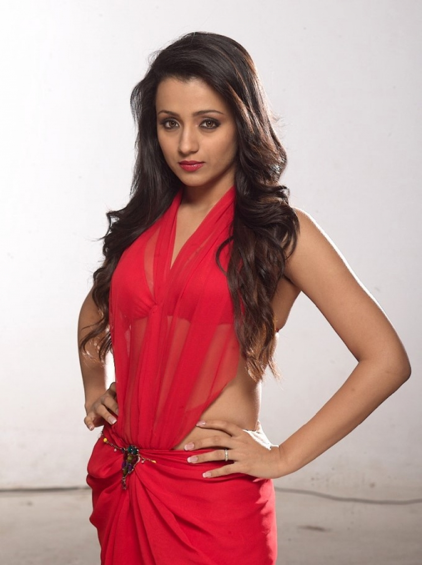 Actresses Who Look Hot In Red Photos