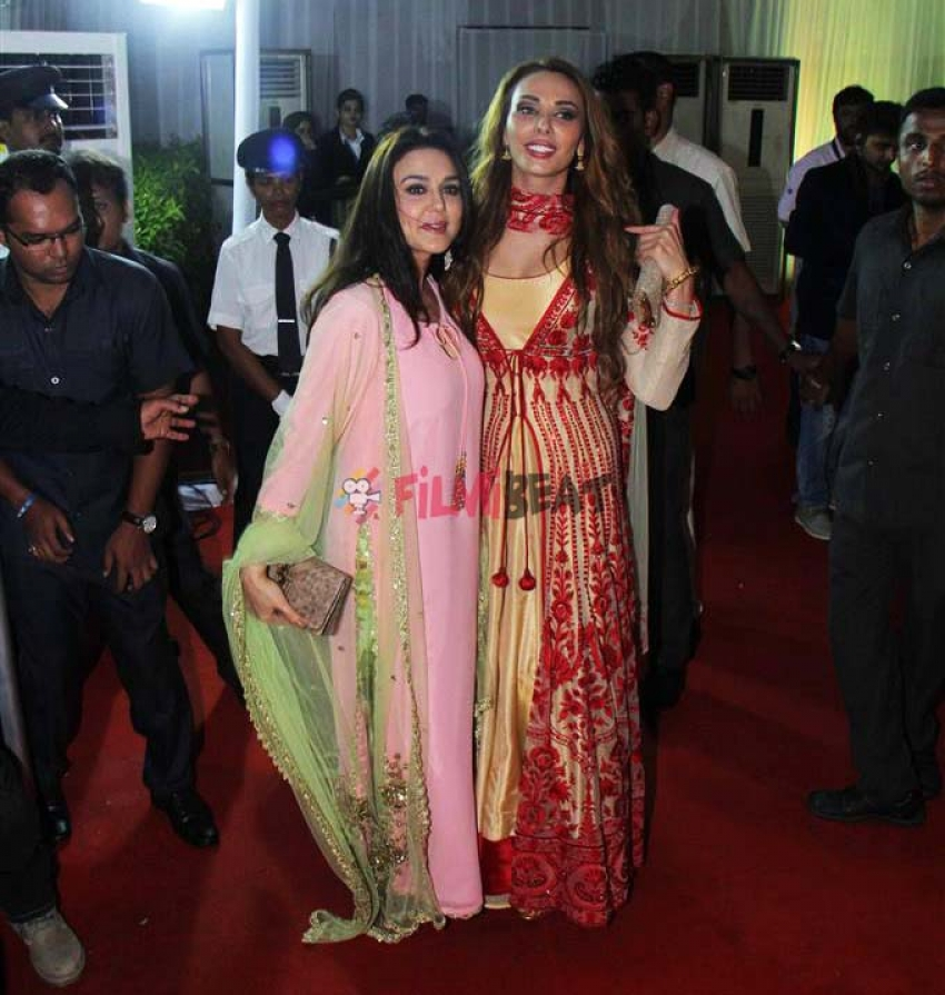 Bollywood Celebs At Baba Siddique Iftaar Party Photos