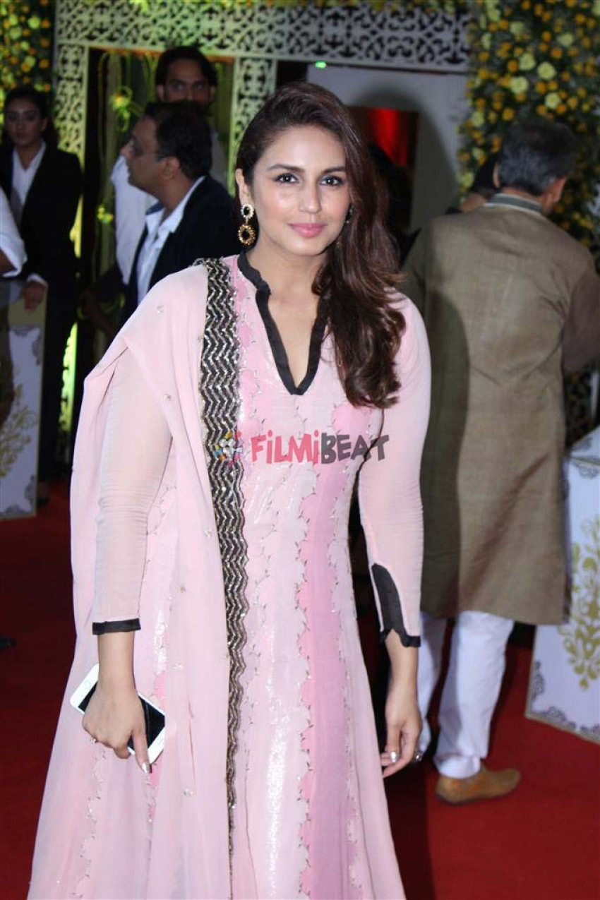 Bollywood Celebs At Baba Siddique Iftaar Party Photos