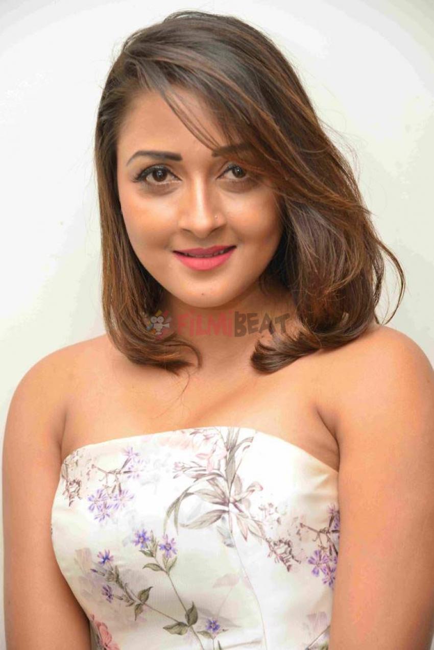 Deepti Kapse Photos