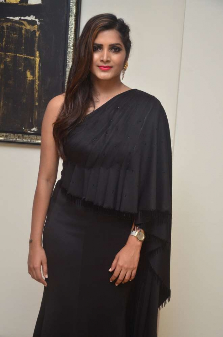 Pavani Reddy Photos