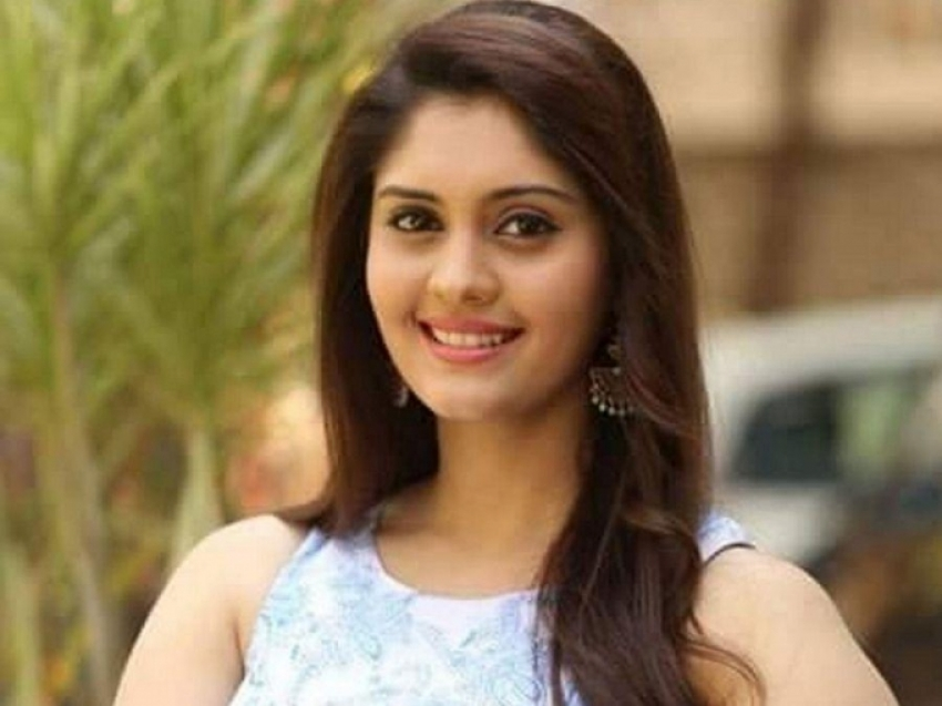 Surabhi Hot Pictures Photos