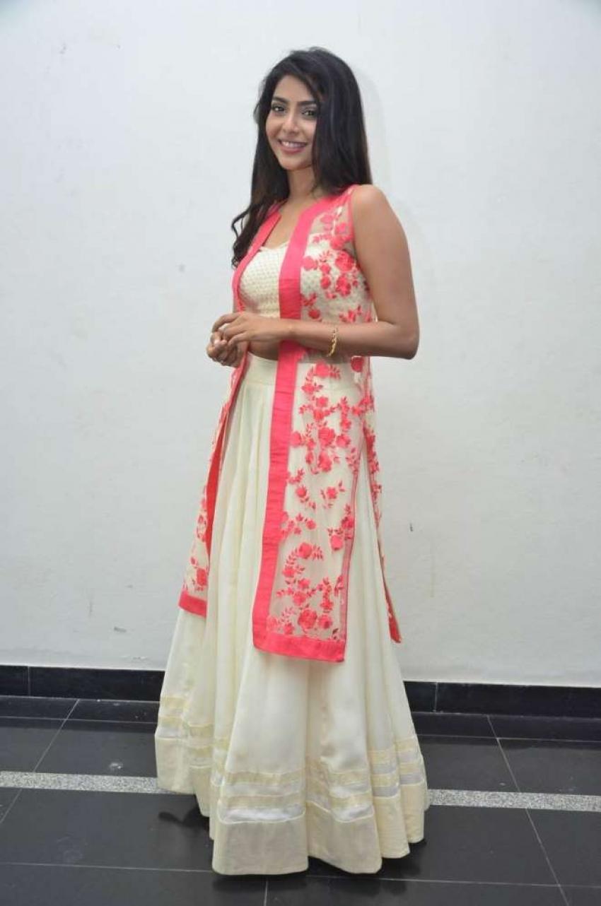 Aishwarya Lakshmi Photos